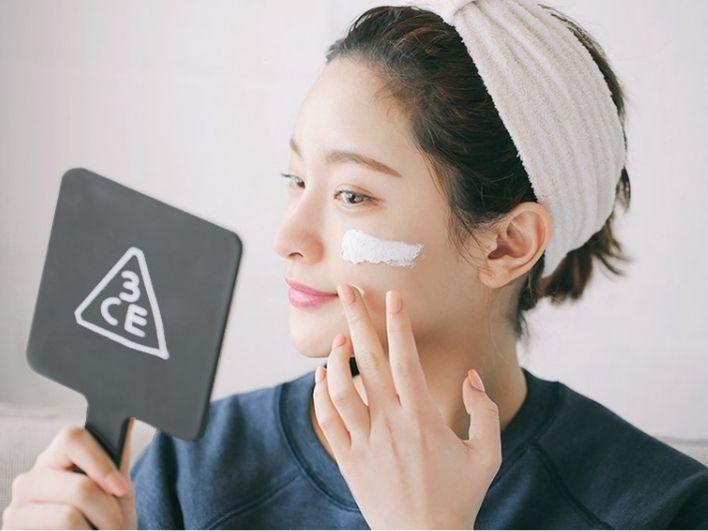 Masih Terus di Rumah Aja? Pakai 4 Produk Skincare Ini Agar Bisa Glow Up