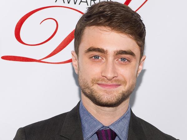Wah, Daniel Radcliffe Berani Tampil Botak Untuk Film Nazi Terbarunya!