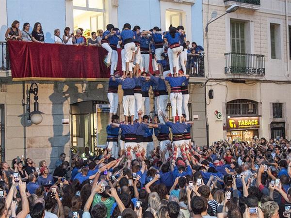 Meriahnya Festa Gracia, Festival Unik Piramida Manusia Di Barcelona!