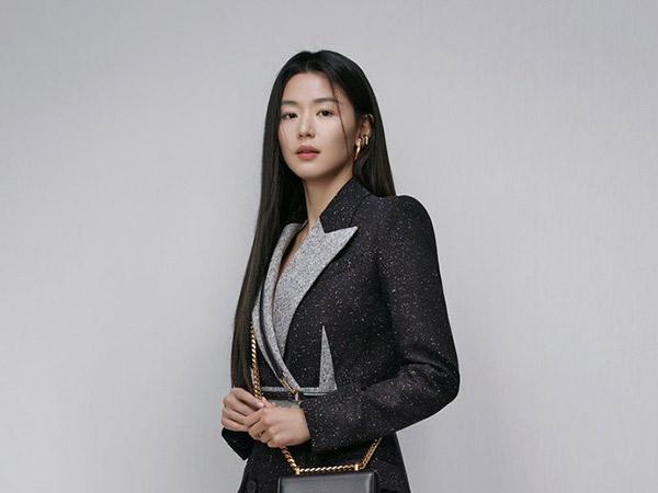 Gaya Classy Jun Ji Hyun Jadi Brand Ambassador Alexander McQueen Pertama Korea