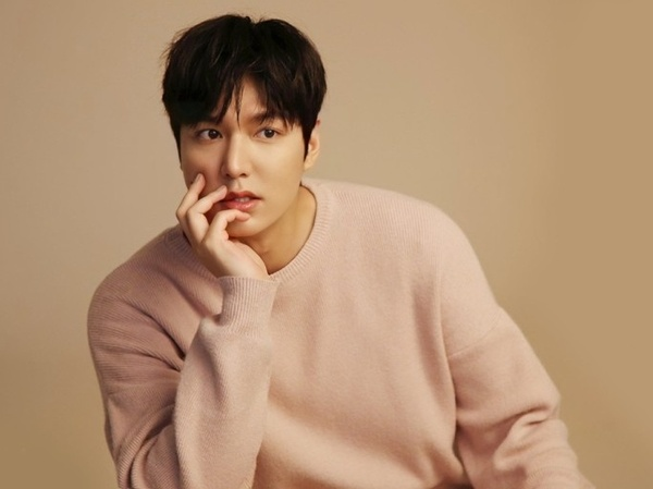 Pergi dengan Yeonwoo, Agensi Lee Min Ho Bantah Tudingan Langgar Prokes