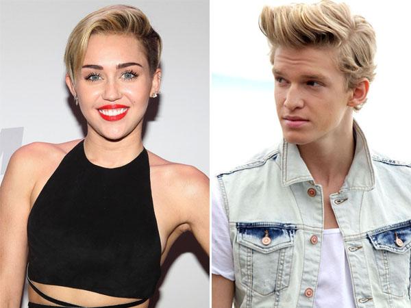 Jalan Bareng, Miley Cyrus dan Cody Simpson Pacaran?