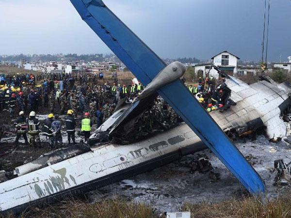 Teriakan Minta Tolong dari Kecelakaan Pesawat Bangladesh yang Hantam Tanah dan Terbakar