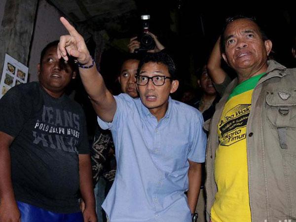 Tinjau Korban Banjir Jakarta, Wagub Sandiaga: Jangan Lupa Minum Susu