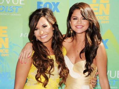 Demi Lovato Jadi Pendukung Terbesar Selena Gomez Masuk Panti Rehabilitasi