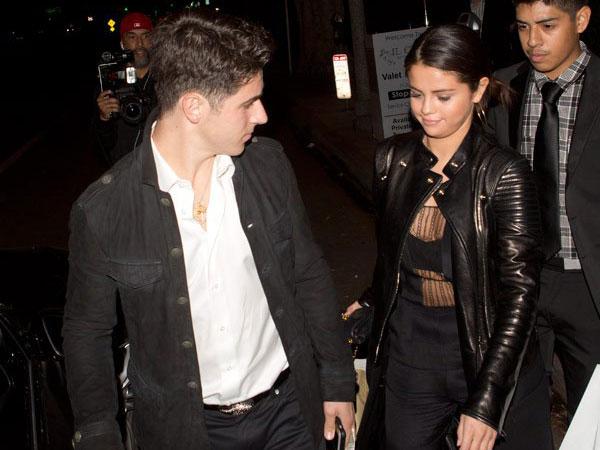 Ingin Buat Justin Bieber Cemburu, Selena Gomez Pergi Berkencan dengan David Henrie?