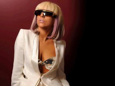 Upss, Bokong Lady Gaga Terekspos di Atas Panggung