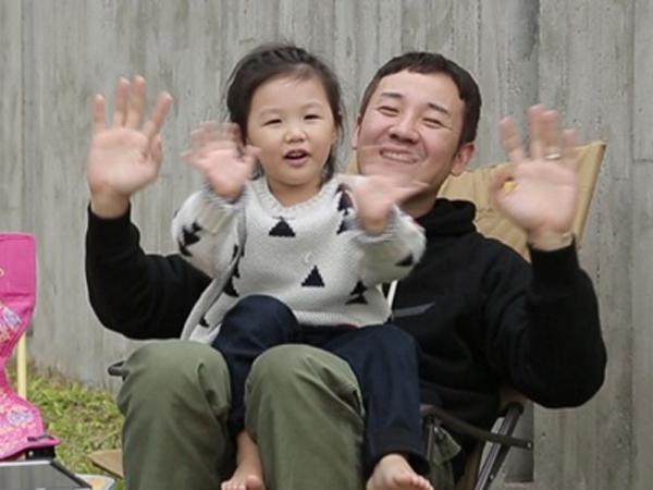 Uhm Tae Woong dan Uhm Ji On Berikan Perpisahan yang Menyentuh di 'Superman Returns'