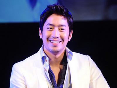 Lucunya Eric Shinhwa Saat Ganggu Acara Pernikahan Aktor Jeong Jin!