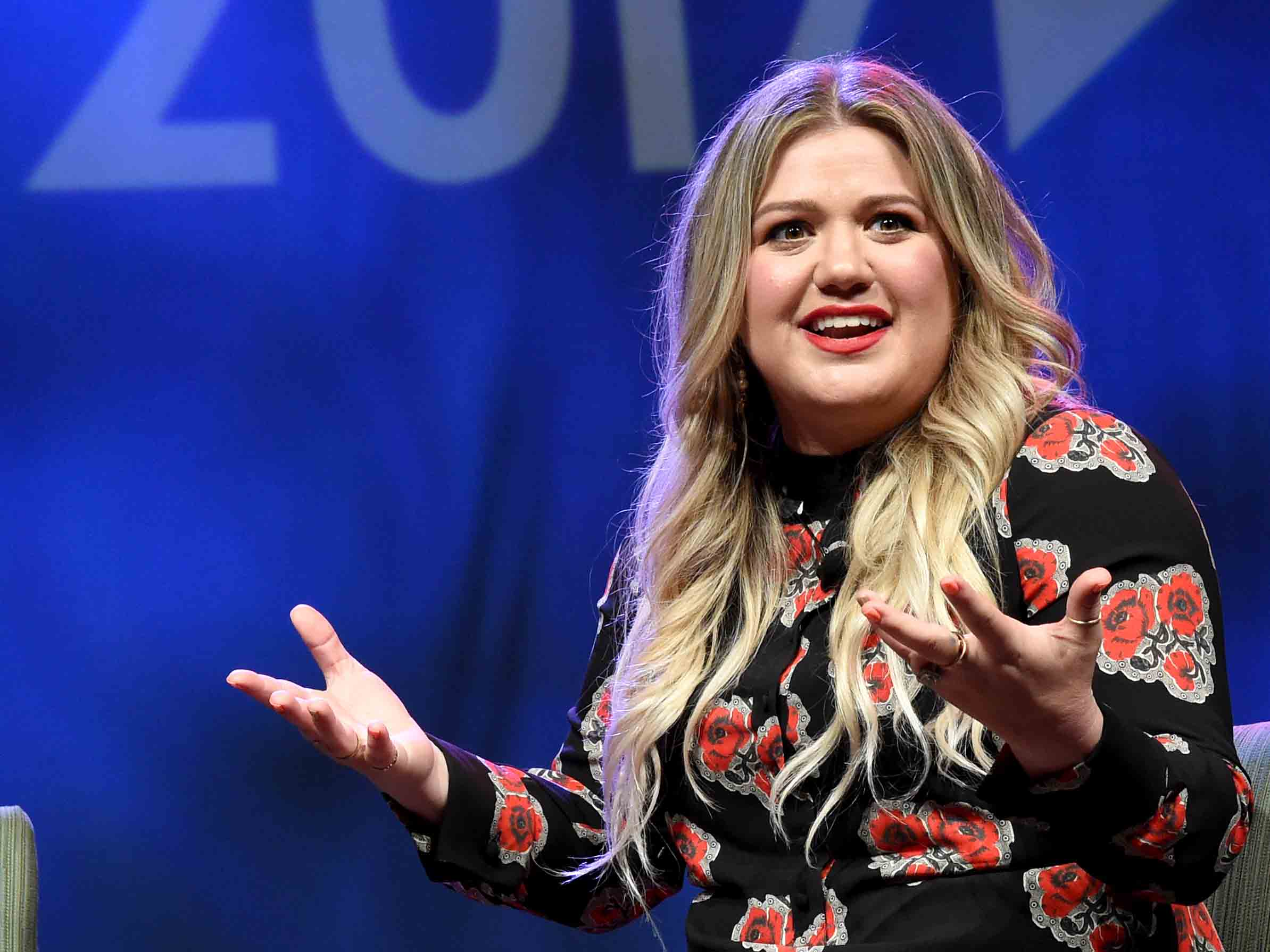 Diejek Gendut di Twitter, Begini Respon 'Santai' Kelly Clarkson