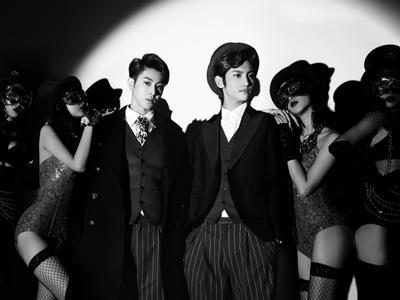 Wow, TVXQ Dikelilingi Wanita 'Bule' Seksi di Video Musik 'Something'!