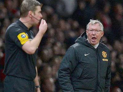 Tak Dihukum, Alex Ferguson Tetap Dikecam