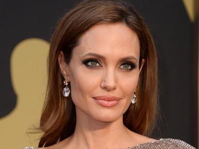 Setelah Payudara, Angelina Jolie Akan Jalani Operasi Angkat Rahim?
