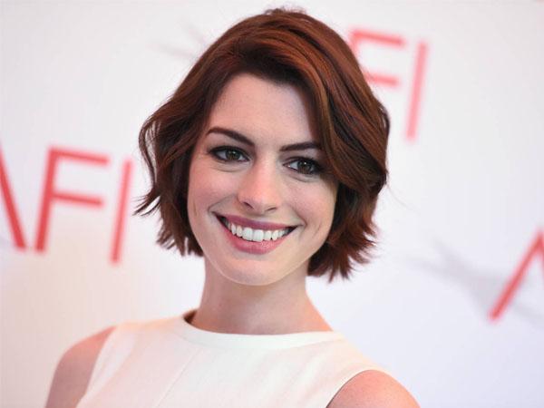 Anne Hathaway Merasa Lebih Semangat dan Bahagia Saat Hamil Anak Pertama