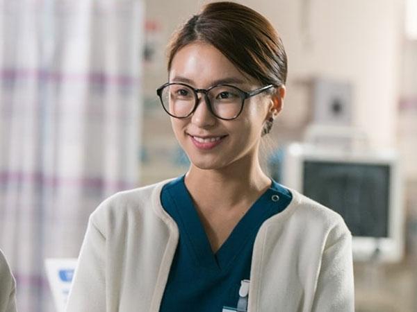 Belajar dari Ahlinya, Begini Transformasi Bora Jadi Perawat di 'Romantic Doctor Kim 2'