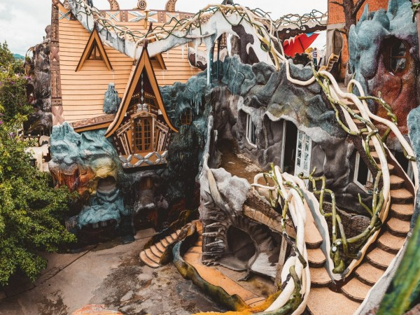 Dapatkan Pengalaman Staycation Unik di Crazy House Vietnam