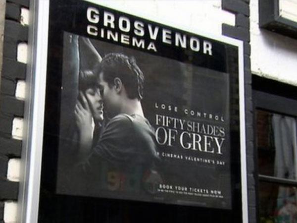 Keroyok Seorang Pria, Tiga Orang Wanita Ini Ditangkap Saat Penayangan 'Fifty Shades of Grey'!