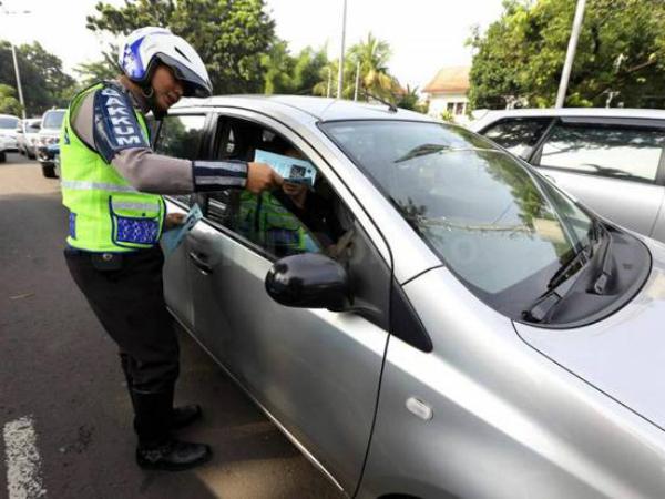 Peraturan Ganjil-Genap Resmi Berlaku Hari Ini, Belasan Mobil Sudah Kena Tilang
