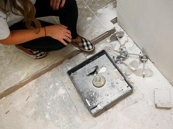 Renovasi Rumah, Pasangan Ini Temukan Harta Karun Senilai Rp 700 Jutaan!