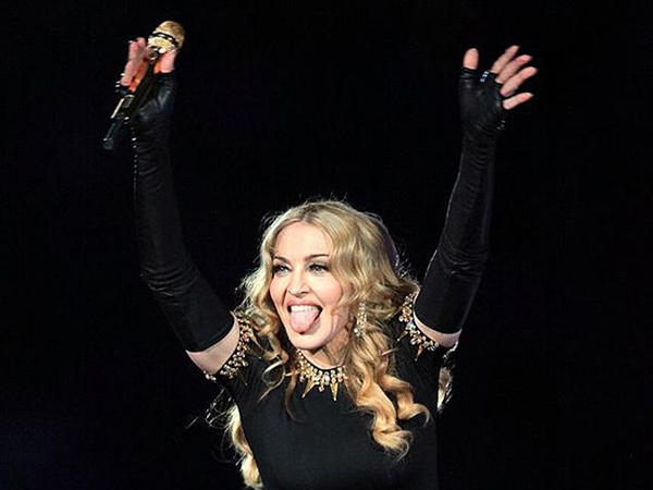 Madonna Didenda 1 Juta Dolar karena Dukung LGBT