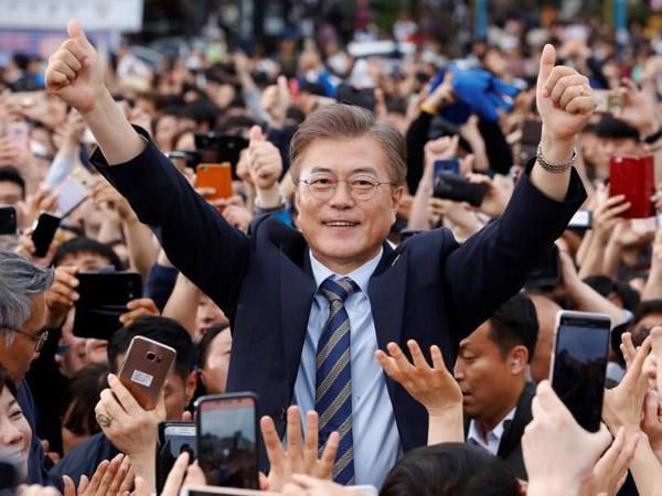 Kelebihan Presiden Moon yang Dapat Tingkat Kepuasan Kedua Sepanjang Sejarah Korea di 100 Hari Kerja