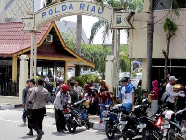 Terjadi Sangat Cepat, Ini Kronologi Sementara Penyerangan Terduga Teroris di Polda Riau