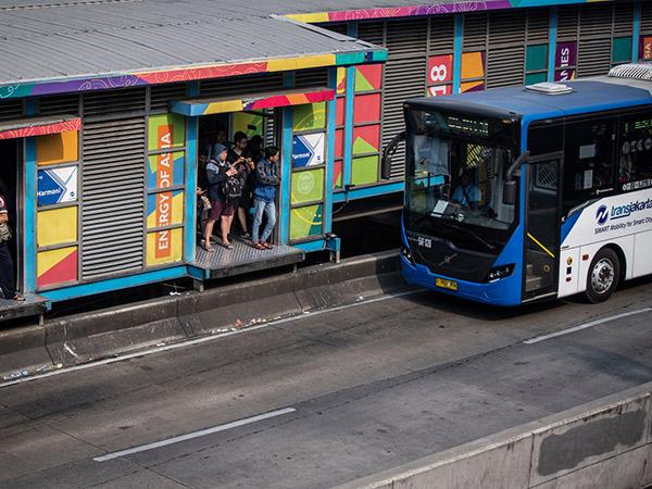 Catat, TransJakarta dan MRT Hanya Jalan Sampai Jam 8 Malam Mulai Hari Ini