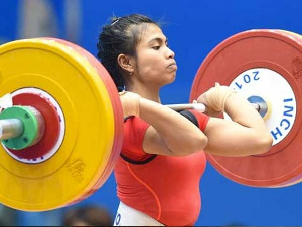 Bangga, Atlet Angkat Besi Sumbang Medali Pertama untuk Indonesia di Olimpiade Rio 2016