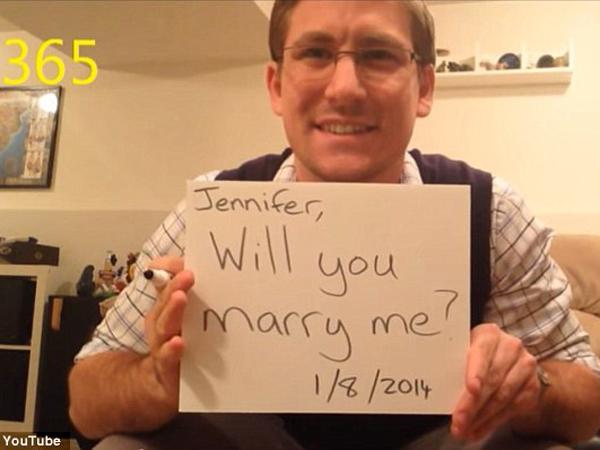 Pria Ini Melamar Kekasihnya Setiap Hari Dalam Setahun!