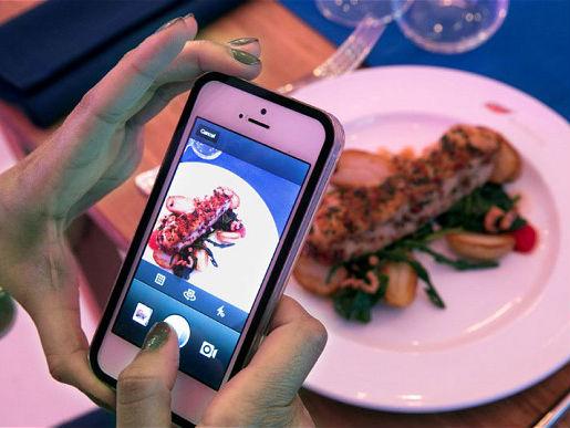 Gemar Food Selfie? Berikut Tips dan Triknya!