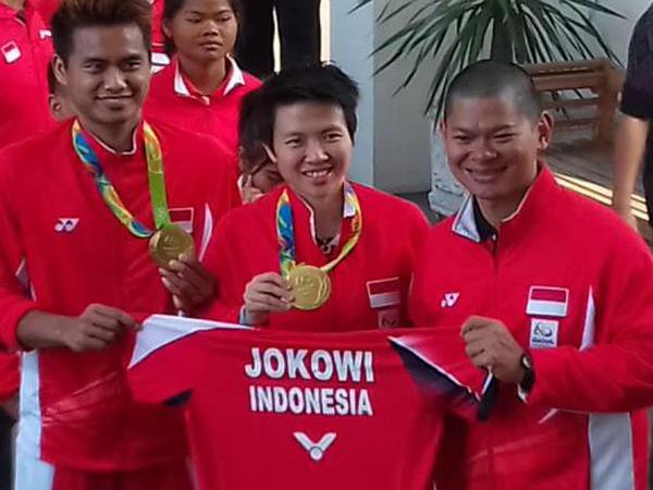 Disambut Meriah, Atlet Peraih Medali Olimpiade Rio Hadiahi Presiden Jokowi Jersey Khusus