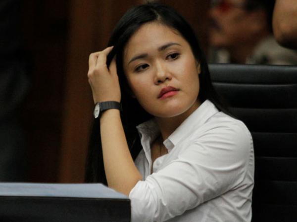Terekam CCTV, Jessica Sibuk Garuk-garuk Telapak Tangan dan Paha Saat Mirna Dievakuasi