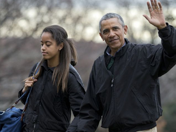 Gedung Putih Digegerkan dengan Beredarnya Foto Selfie Malia Obama di Dunia Maya