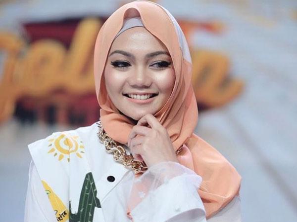 Inikah Alasan Presenter Kocak Rina Rose Putuskan Lepas Hijab?