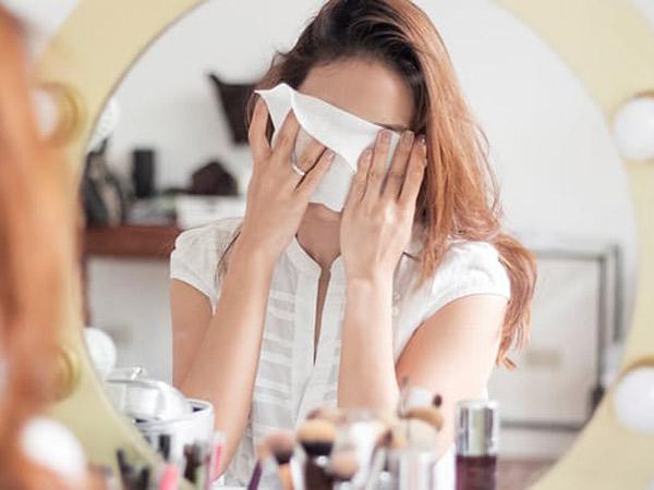 Hal-hal yang Perlu Diperhatikan Saat Gunakan Tisu Basah untuk Wajah