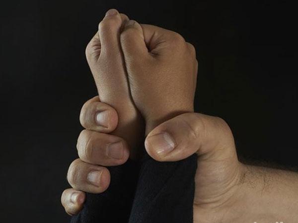 Efek Mengerikan Bocah Tonton Pasutri Pamer Hubungan Seks: Nyaris Cabuli Balita