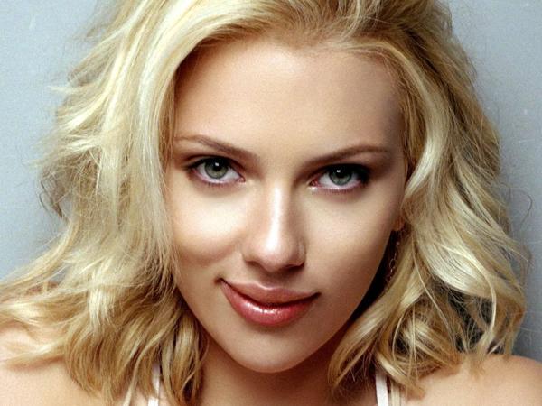 Nggak Cuma Akting, Scarlett Johansson Kini Jadi Vokalis Band!