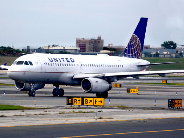 Gara-gara Kotoran, Pesawat United Airlines Mendarat Darurat di Alaska