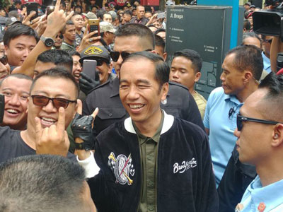 Inspirasi Brand Lokal Dibalik Jaket 'Bubur Ayam Racer' Jokowi Yang Berharga Mahal