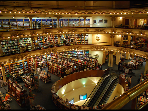 Berpetualang di Toko Buku Termegah di Dunia