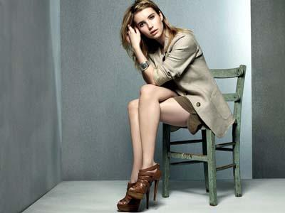 Wah, Emma Roberts Tampil Seksi Dalam Film 'Adult World'?
