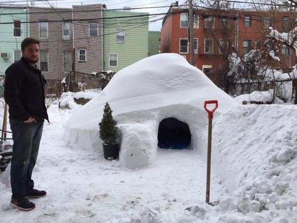 Amerika Dilanda Salju Ektrim, Pria Ini Justru Tawarkan Penginapan Rumah Igloo ala Eskimo