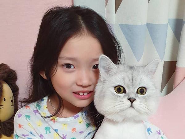 Aktris Cilik Dianggap Kasar Saat Unboxing Hadiah dari Jimin BTS, Sang Ibu Minta Maaf