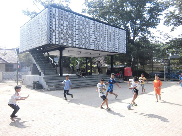 Micro Library, Perpustakaan dari Ember Unik Cuma Ada di Bandung