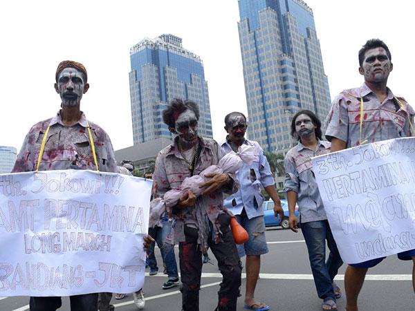 Menuntut Diperhatikan Nasibnya, Puluhan 'Zombie' Long March ke Istana Negara