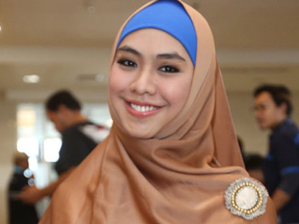 Kisruh Petisi Ustadzah, Ini Tanggapan Artis dan Desainer Oki Setiana Dewi