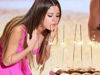 Usai TCA, Bieber-Selena Kencan Rayakan Ultah