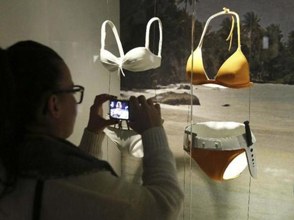 Bikini Bekas Bond Girl 'James Bond' Dijual dengan Harga Fantastis
