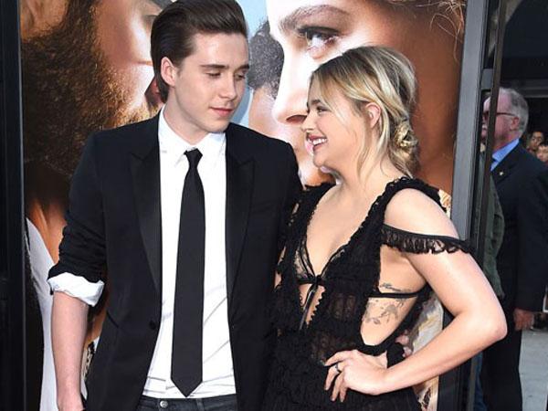 Romantisnya Brooklyn Beckham Gendong Chloe Moretz Bikin Fans 'Baper'