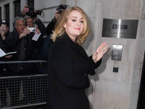 Empat Tahun Vakum, Adele Teteskan Air Mata Saat Promosikan 'Hello' Untuk Pertama Kalinya